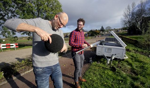 Medewerkers van DCMR stelden de apparatuur in werking (Foto: Gemeente Ridderkerk)