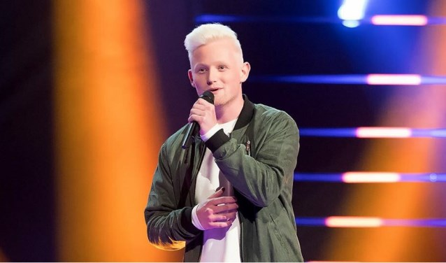 Toon Mentink is Schiedams' trots in The voice of Holland. Elke vrijdag op RTL 4. (Foto: TVOH)