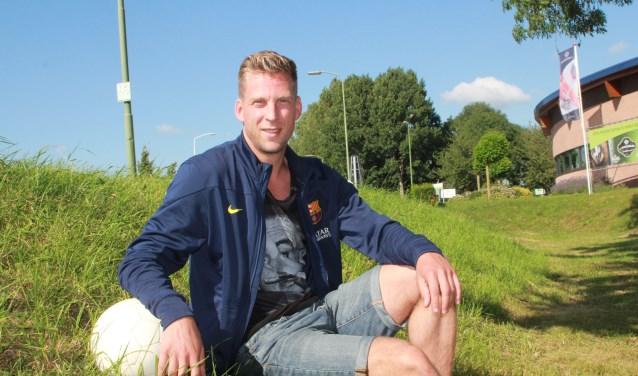 Hans  de Jong poseert hier nog tijdens de zomer toen hij nog aan zijn klus bij Brakel moest beginnen. Vier maanden later zijn beide partijen content en blijft hij tot 2020 aan de club verbonden. Foto: PPM/Teus Admiraal