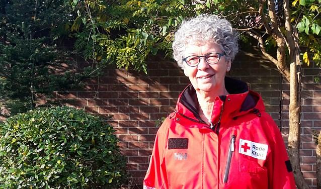 """Annemiek van Duren is evenementen coördinator van het Rode Kruis in Apeldoorn. ,,In Apeldoorn zijn er voor evenementenhulp alleen al 65 hulpverleners, maar we hebben altijd mensen nodig."""" (foto: Liselotte Schippers)"""