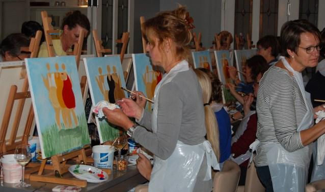 Gezellig schilderen in de Dikke van Dale. (foto pr)