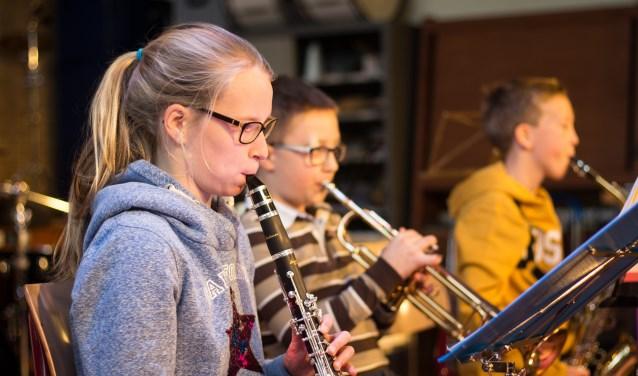 De kinderen uit het Leerlingen Harmonieorkest liet vervolgens horen hoe leuk het is om samen in een ensemble te spelen.
