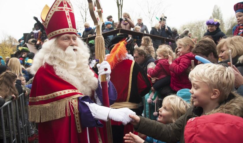 Ondanks alles is Sinterklaas vandaag de dag nog springlevend, getuigen deze foto en zijn intocht zondag 19 november. Foto: Vera Claessen