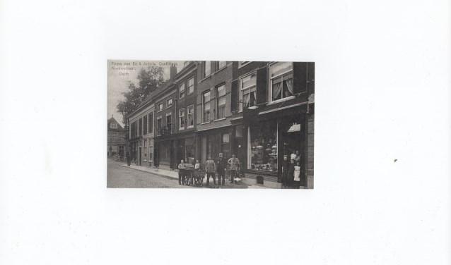 Een foto van de Nieuwstraat uit de oude tijd.