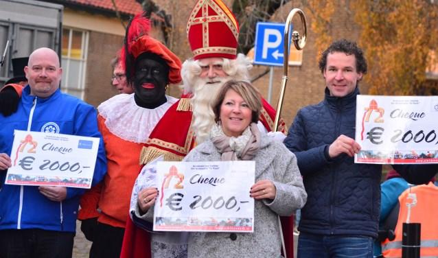 "Skik in Twente, Stichting Fietswens en Stichting Twentse Wensambulance ontvangen ieder tweeduizend euro van Over Stichting Sint-Nicolaasaktie ""De Noork"""