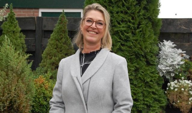 Alexandra Slotboom stopte met roken en showt haar nieuwe jas. 'Mijn man Wilco heeft mij flink beloond.'