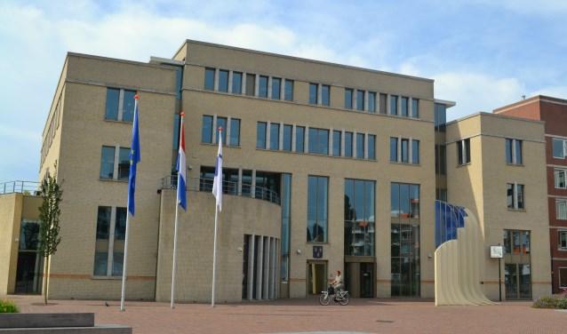 Een motie die het wél haalde, was die om de Rekenkamercommissie Papendrecht onderzoek te laten doen naar de budgetoverschrijding bij de verbouwing van het gemeentehuis. (foto: Arco van der Lee)