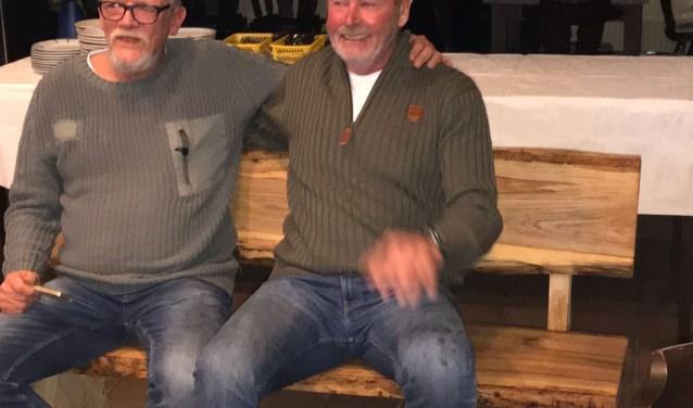 Links Dick van Rheenen, rechts mede-oprichter Ab van de Kamp van Burger Initiatief.