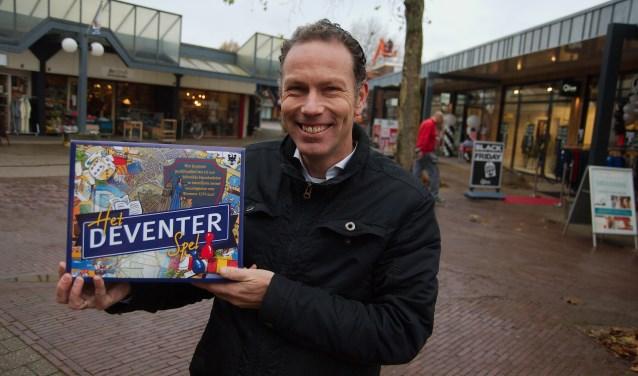 """Initiatiefnemer van het spel is MKB Deventer-directeur Marco Kok. """"Eventuele winst geven we terug aan de stad, bijvoorbeeld door een jubileumevenement te financieren."""" (foto Gert Perdon)"""