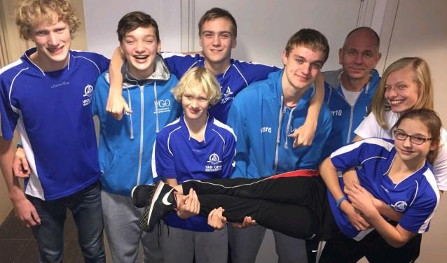 v.l.n.r. Piet-Hein Straver, Jelle in 't Veld, Olivier Straver, Joop Tuppe, Ward in 't Veld, Martien van Deijzen (trainer), Angeline van Kessel en Isa Willemsen.