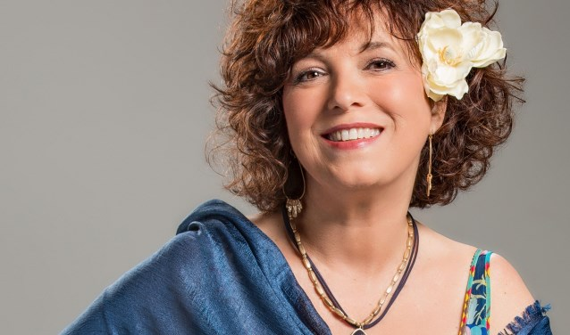 Estrella Acosta is al jaren pleitbezorger van de Cubaanse muziek in Nederland. (foto: Suzi Stern)
