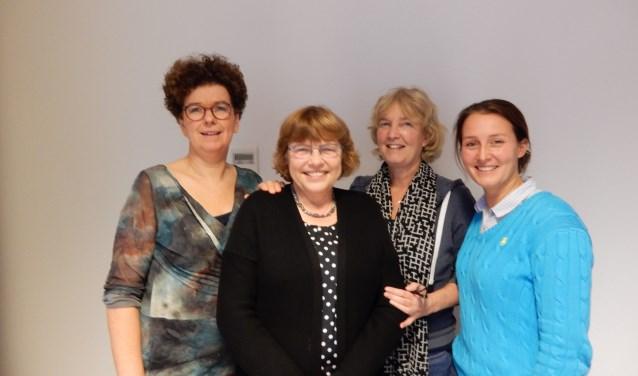 Jeannette (2e van links) met Heleen, Mea en Marjolein tijdens een van haar laatste werkdagen bij Verloskunde Praktijk Zeist. FOTO: Asta Diepen Stöpler