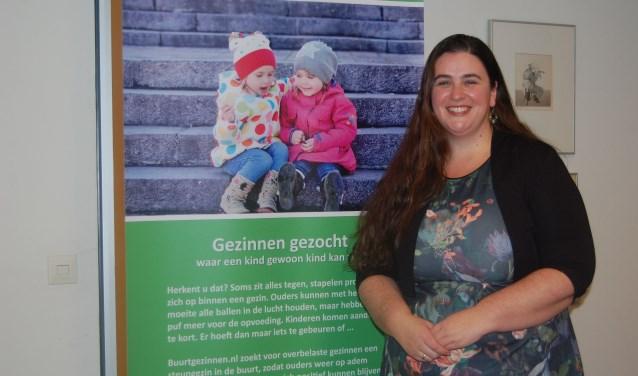 Judith Lorier is namens Buurtgezinnen.nl op zoek naar Papendrechtse gezinnen die wel een steuntje in de rug kunnen gebruiken, en ook naar gezinnen die deze steun willen bieden. (foto: Jacco van den Boogaart)