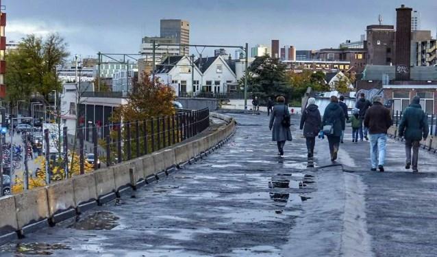 Initiatiefnemers kunnen niet wachten om hier een groene wandelpromenade van te maken. (Foto: Mirjam Collens)