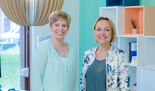 Huisartsen Marieke Schoenmakers en Marloes Beumer van de nieuwe praktijk aan de Nijenhuislaan.