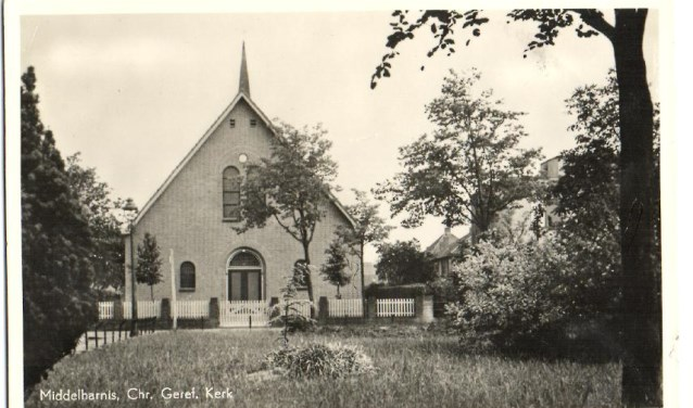 Exterieur van de Christelijk Gereformeerde Kerk in Middelharnis.