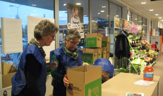 Duizenden vrijwilligers in heel Nederland hielpen tijdens de Dorcas Voedselactie mee om voedsel en geld in te zamelen voor de allerarmsten.