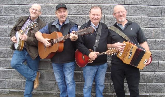 The Fureys, met in het midden de broers. (Foto: Eline Lohman)