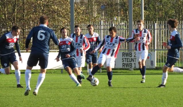 RWB kon het zondag koploper JEKA niet echt moeilijk maken. Het werd uiteindelijk 0-3 voor de bezoekers uit Breda.