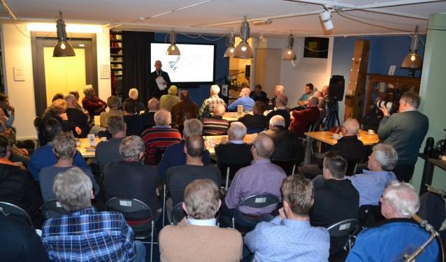 Museumdirecteur Gerrit Dannenberg verwelkomde oud-personeelsleden van de brommerfabriek, eigenaars van Boy-brommers, Boy-fans, nostalgische brommerverzamelaars en vele belangstellenden.