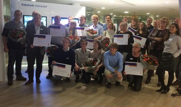 De deelnemende organisaties zijn blij met de aan hun uitgereikte cheques (Foto: Lana van der Meer)