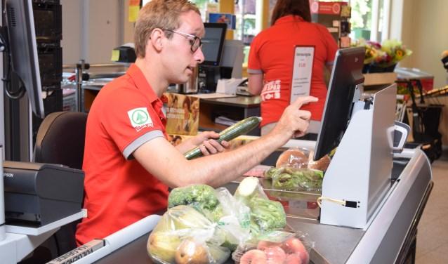 Aveleijn opent een buurtsuper in Zenderen. Cliënten met een verstandelijke beperking gaan onder begeleiding werken in de winkel. Foto: Aveleijn