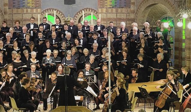 Het koor wordt bij het optreden begeleid door Het Van Wassenaer Consort en organist Dick Sanderman. Het koor wordt begeleid door Het Van Wassenaer Consort en organist Dick Sanderman. Dirigent is Jacco Camphens.