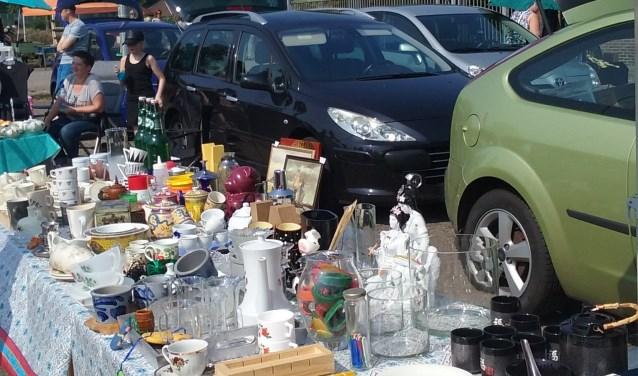 Sla uw slag tijdens de grote kofferbakverkoop op het Indiëterrein! Honderden goederen worden rechtstreeks vanuit de auto aangeboden