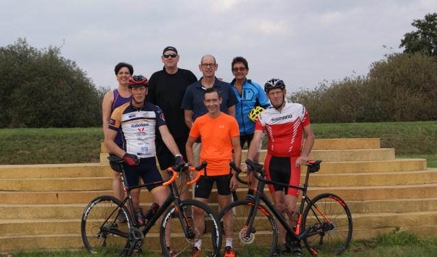 Team De Cloe Alpe D'HuZes 2018. Aanmelden voor de sponsorloop op 13 januari kan via ad6.teamdecloe@ziggo.nl.