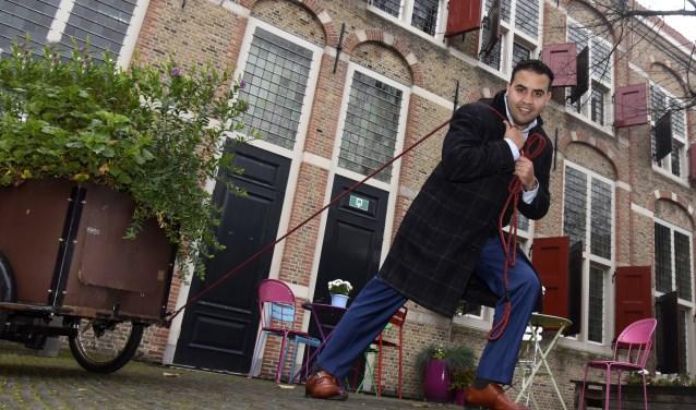 Mohammed Mohandis trekt als de nummer 2 achter lijsttrekker Rogier Tetteroo de PvdA-kar richting de gemeenteraadsverkiezingen. Foto: Marianka Peters