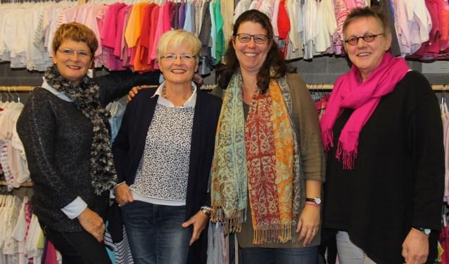 Het team van de Kledingbank in Sint-Michielsgestel is op zoek naar een nieuwe locatie voor hun goede werk en hoopt dat lezers meedenken. Foto: Wendy van Lijssel