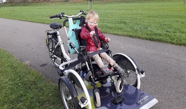 'Doordat Fabiënne steeds groter en zwaarder wordt is het niet  haalbaar om haar in onze auto te vervoeren.'