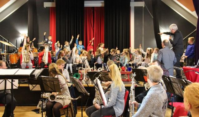 Leerlingen van basisschool St.Michiel hebben de afgelopen vier weken groepsgewijs muziekles gekregen. Foto: Baukje van Hout