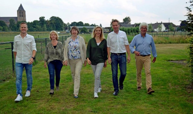 Het bestuur van Arboretum Geffen, met vlnr: penningmeester Coen Hendrikx, Marij van der Leest, Gonnie Konings, secretaris Anita Walraven, Jan-Hein Stadhouders en voorzitter Harry Peters.