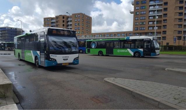 Arriva gaat in fases over naar cashloos betalen in de bus in Zuid-Holland. FOTO: Fleur Kastelijn