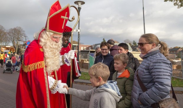Sinterklaas bracht zondag ook een bezoek aan Overloon. (Foto: Albert Hendriks)