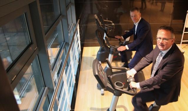wethouder Herman Geerdes en Jean-Paul van Haarlem, ONVZ fietsten eerst een rondje.