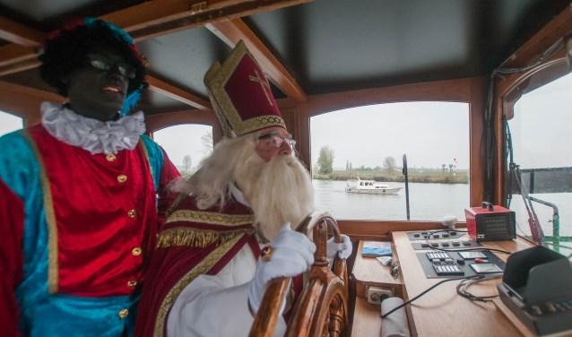 Sinterklaas onderweg naar Cuijk (Foto: Arjan Broekmans).