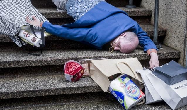 De voorstelling gaat over gaat over consumptie als antwoord op innerlijke leegte. (Foto: DLV)