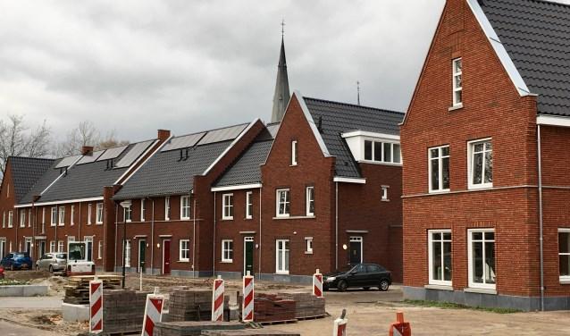 Een deel van het nieuwe wijkje Dorpshart in Helvoirt. In de derde week van januari worden de laatste vier woningen aan de Kastanjelaan opgeleverd. Daarna kan de gemeente met de (groene) inrichting beginnen.