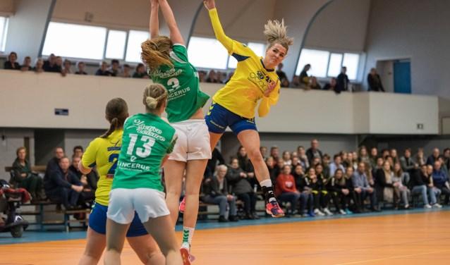 Eva Seiger van Borhave in actie. Na wederom twee weken gedwongen rust speelt Borhave op 25 november uit in Voorhout (ZH) tegen het nog puntloze Foreholte. Foto: Herman Zandhuis