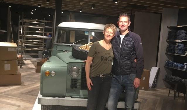 Carla en Arnold in de compleet vernieuwde mode- en sportzaak, die vanaf vrijdag 1 december weer open is. Eigen foto