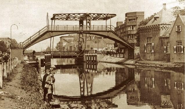Carel Wesselman (de heer van Helmond) zorgde ervoor dat het kanaal langs Helmond kwam te liggen.