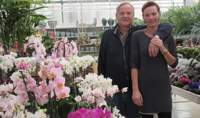 Tachtig jaar in de bloemetjes; Van Ginkel viert feest. (Foto : Ria van Vredendaal)