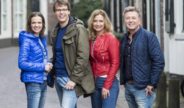 Presentatoren Bert van Leeuwen, Henk van Steeg, Hella van der Wijst en Mirjam Bouwman gaan voor 'Geloof en een Hoop Liefde' op zoek naar authentieke dorpsverhalen. Foto: Evangelische Omroep
