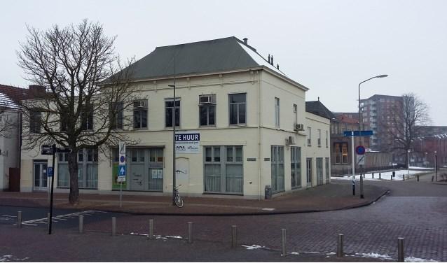 Voormalig Hotel Luijk op de hoek van de Bram van den Berghstraat en de Spoorlaan.
