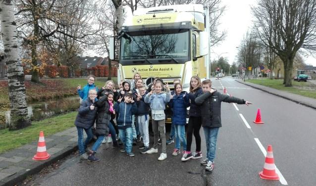 Op donderdag 30 november kregen de leerlingen uit groep 7 en 8 van CBS Van der Heijden in Waalwijk verkeersles.