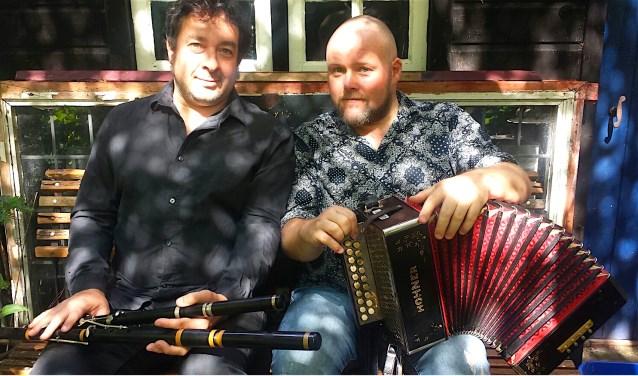 Isaac Muller en David Munnelly geven een concert met ierse folk in het Kunstkerkje in Velp.