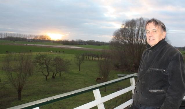 Kees van Bunningen op de stelling van zijn molen in Marle hoopt op steun van de gemeente Heerde bij de strijd tegen windturbines op de grens van Marle en Wapenveld.