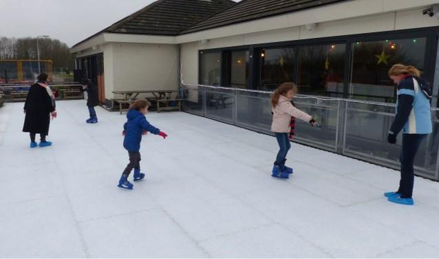 Het is de bedoeling dat de schaatsbaan tot eind februari 2018 open is.